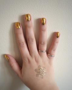 hand metallic nails