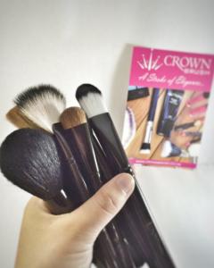 grabbing crown brush